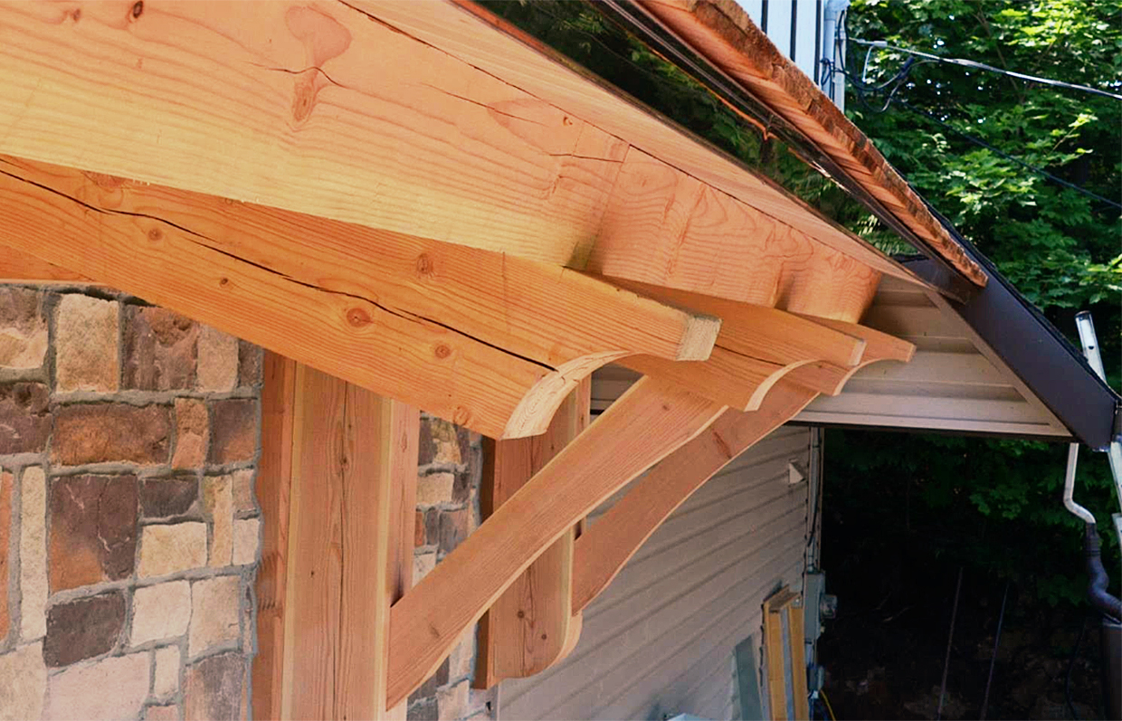 Side Post-and-Beam porch in Chelsea, Quebec