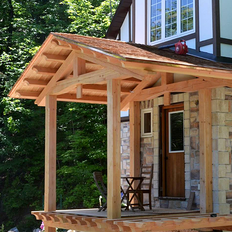 Post-and-Beam porch in Chelsea, Quebec