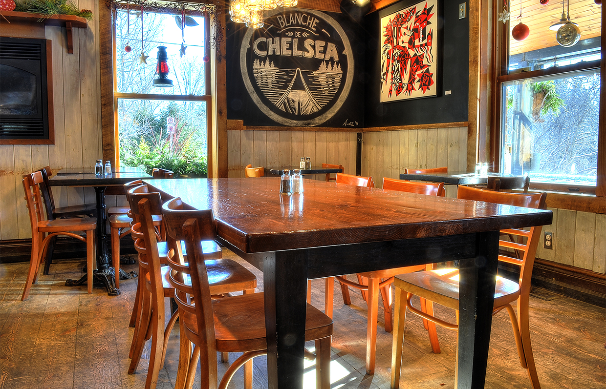 Table of the Chelsea's Pub in Chelsea Quebec